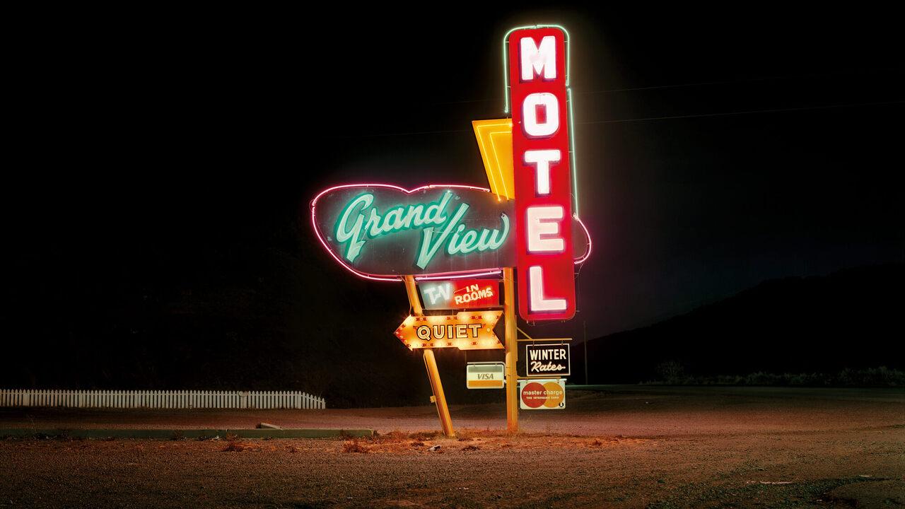 The Vanishing World of Neon Motel Signs - Atlas Obscura