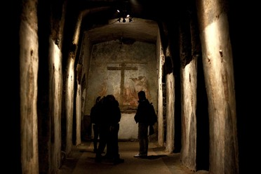Tourists in the Catacombs of San Gaudioso.