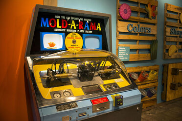 One of the two Mold-A-Rama machines at the Lincoln Park Zoo