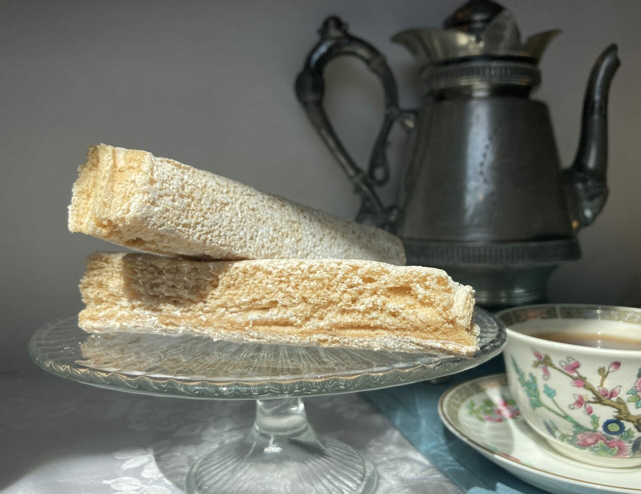 Pastila with tea is a Russian teatime staple.