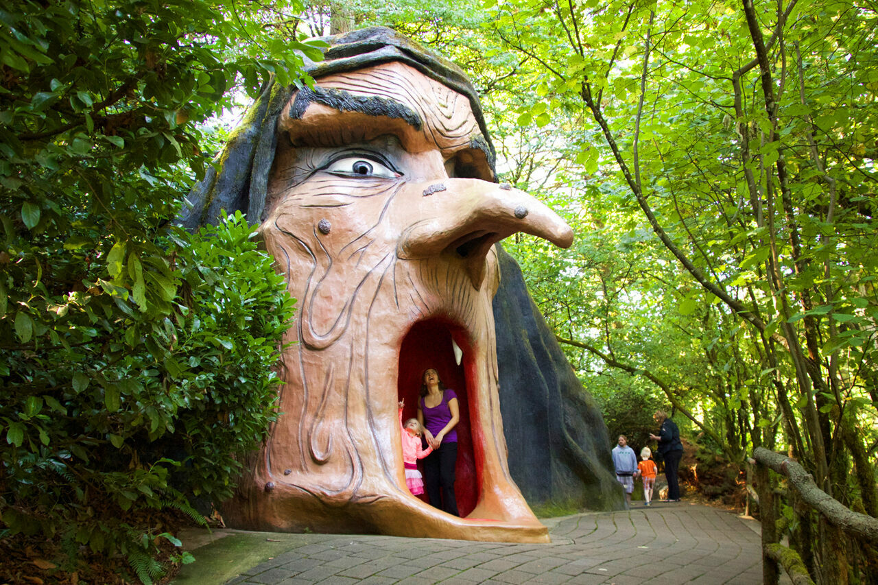 When the amusement park is open, visitors can enter the witch's mouth.