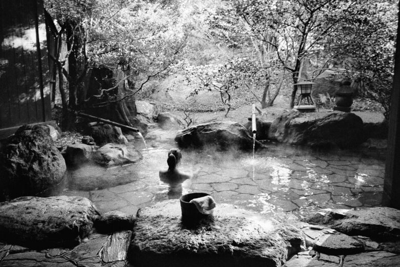 Soak in These Photographs of Japanese Hot Spring Baths