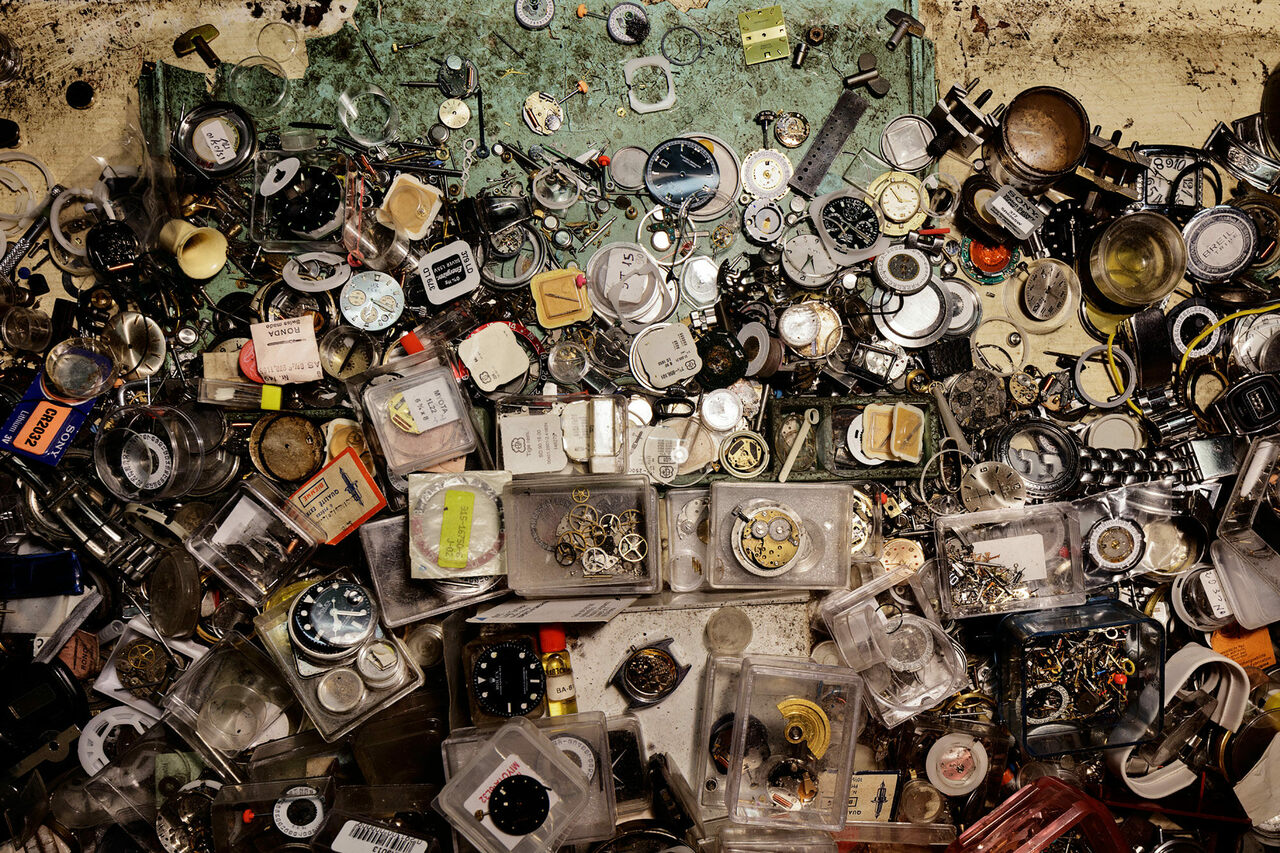 <em>21-12</em>, 2018, a view of the work surface of a watchmaker.
