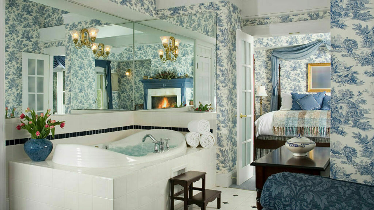 The Rise of the Luxurious Suburban Master Bathroom - Atlas Obscura