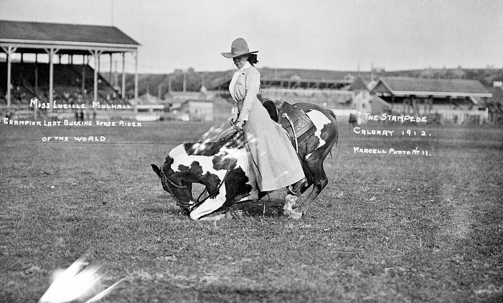 Lucille Mulhall with her kneeing horse at the Calgary Stampede, 1912