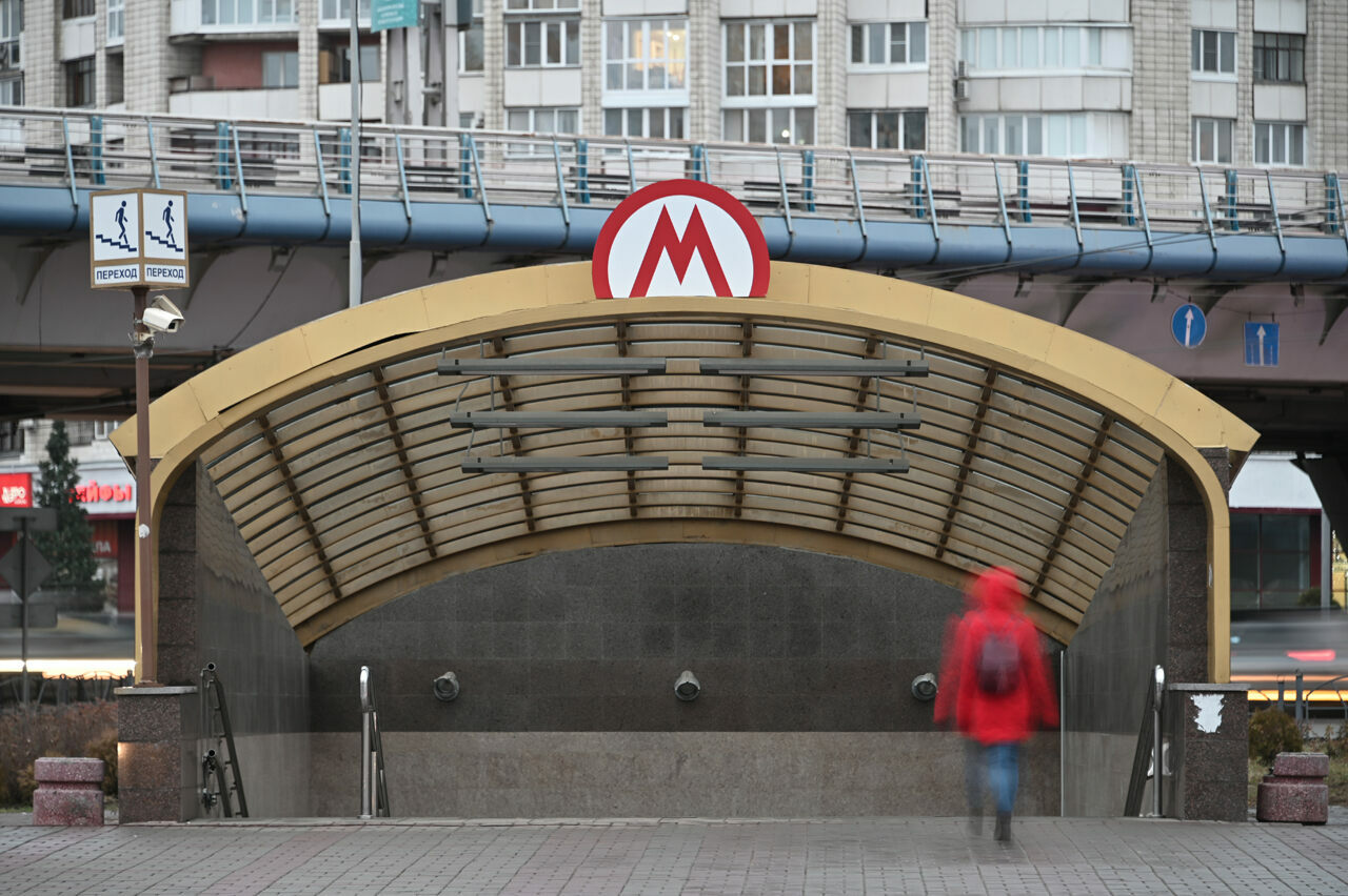 The Omsk Metro sign, installed when officials still expected the subway to open, still crowns the entrance.