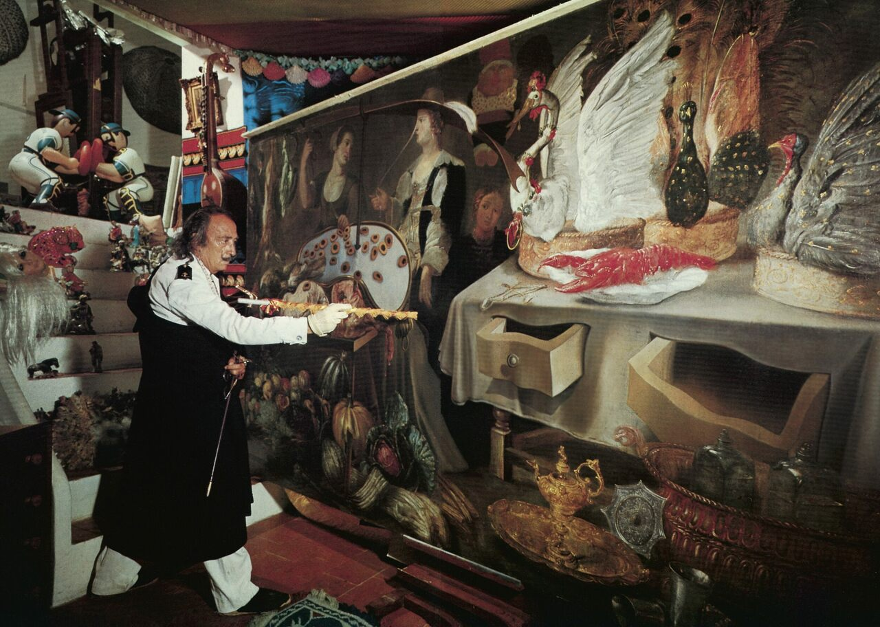 Dalí at work.