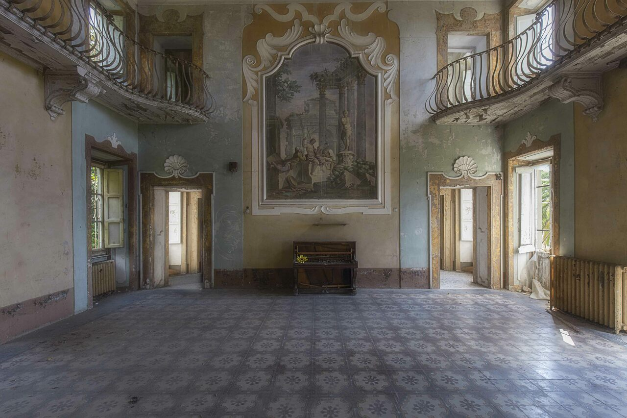 The main room of Villa Sbertoli, an abandoned 19th-century mansion in Tuscany.