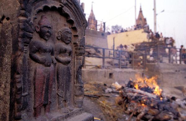 India's Sati Stones Commemorate a Macabre Historical Practice