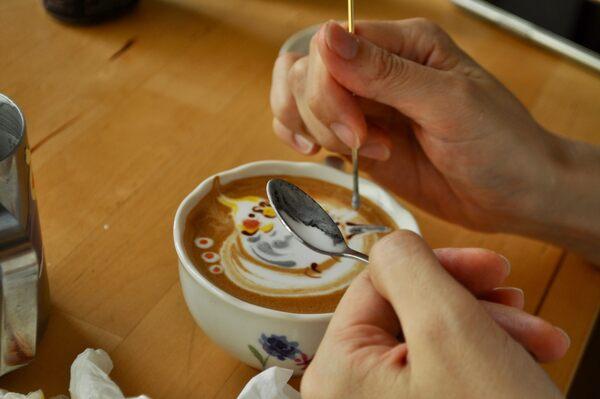 This Latte Artist Forms Foam Into Flocks of Birds