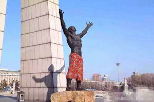 Fleeting Wonders: New Pants For a Naked Statue in China