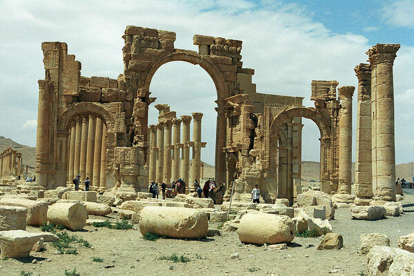 ISIL Destroys the Arch of Triumph