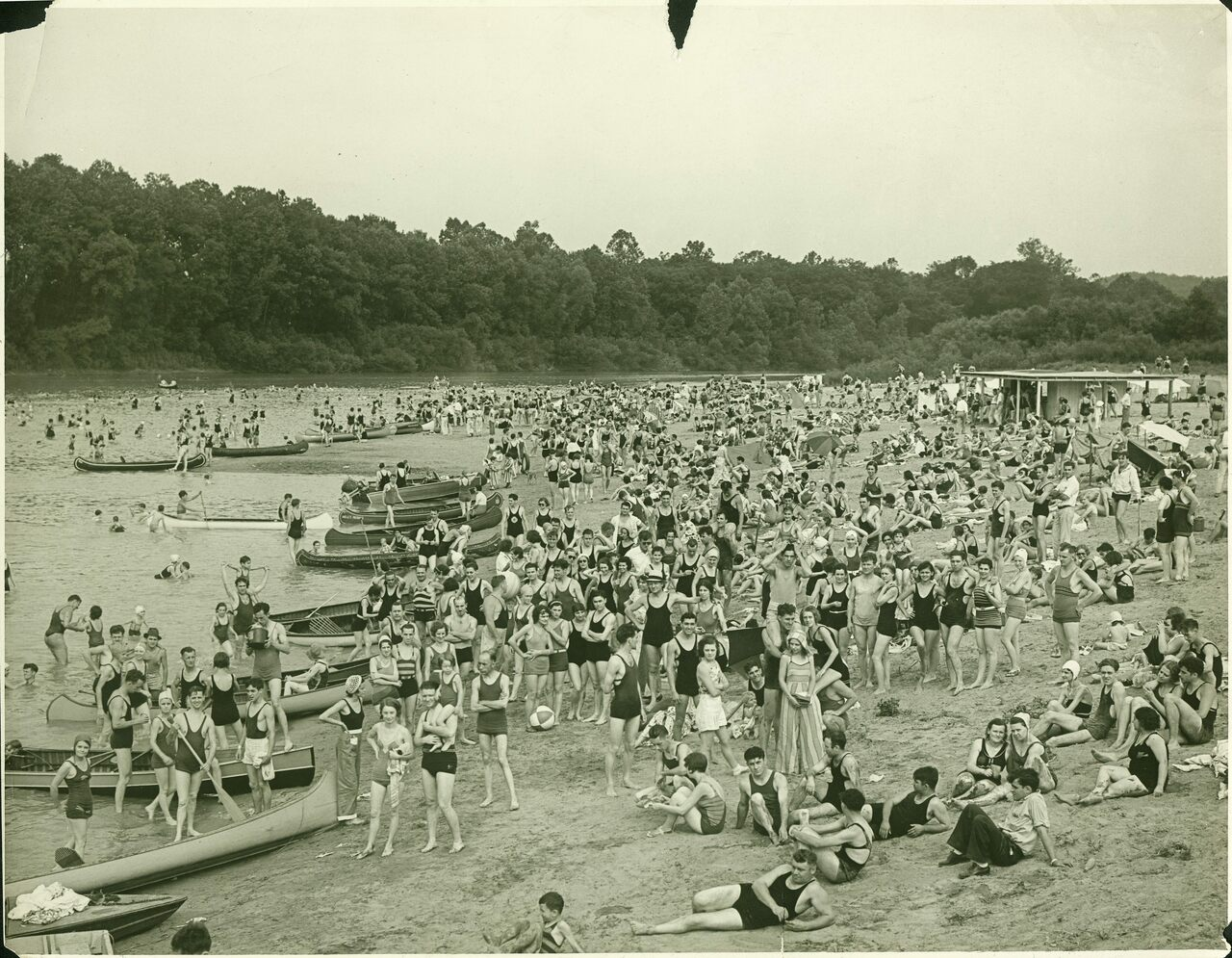 A crowd of swimmers and sunbathers on Lincoln Beach in the 1920s.