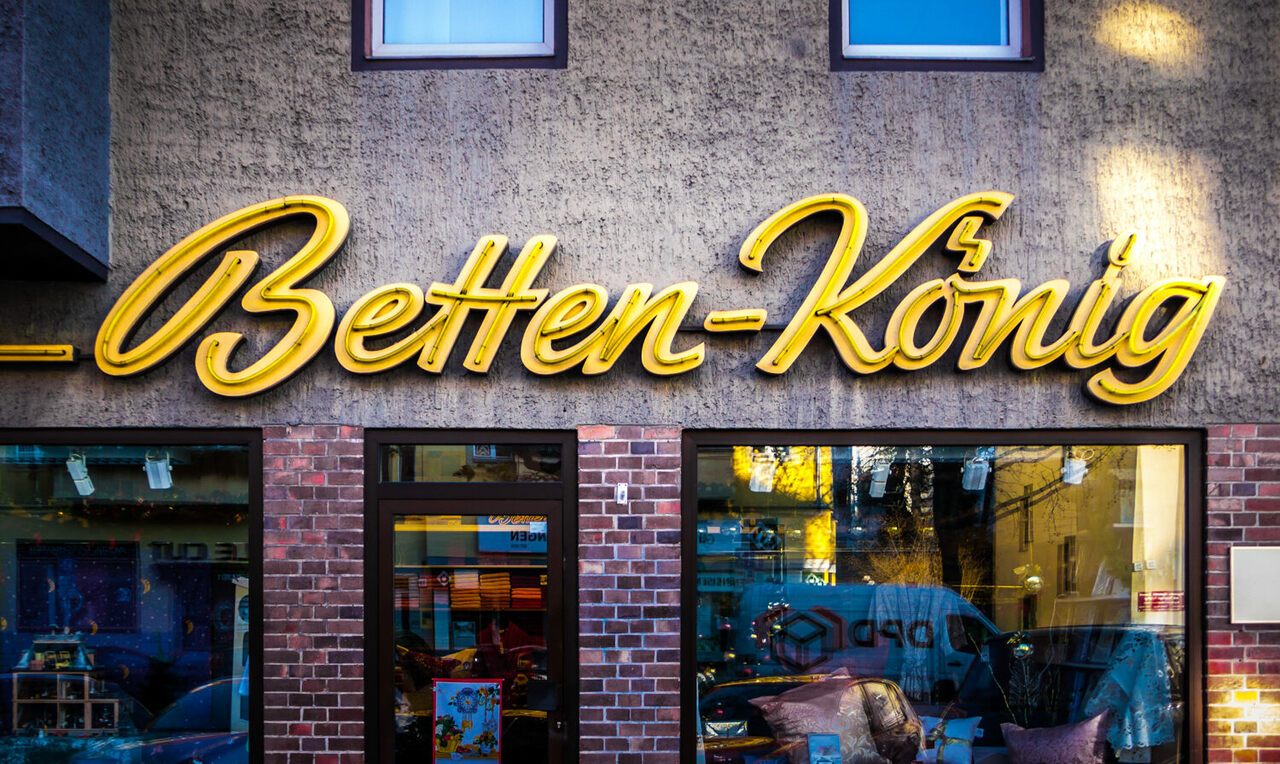 The neon sign for <em>Betten-König</em>, which inspired the Berlin Typography project.