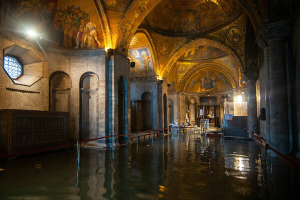 How Can a Basilica Stay Dry Amid Venice's Rising Waters?
