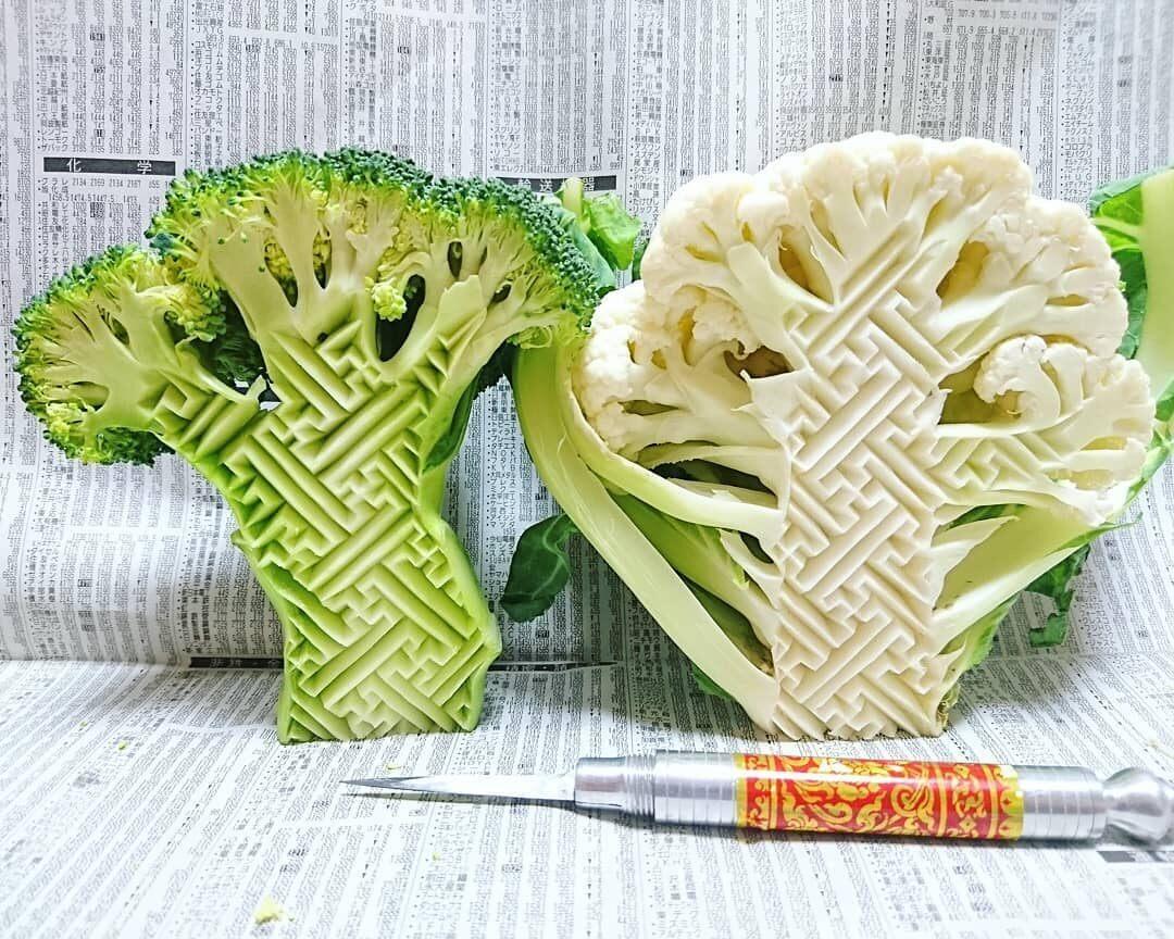 A broccoli and a cauliflower carved with a <em>sayagata</em> motif.