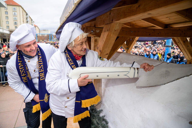 Every Year, Dresden Kickstarts the Christmas Season With a Four-Ton Cake