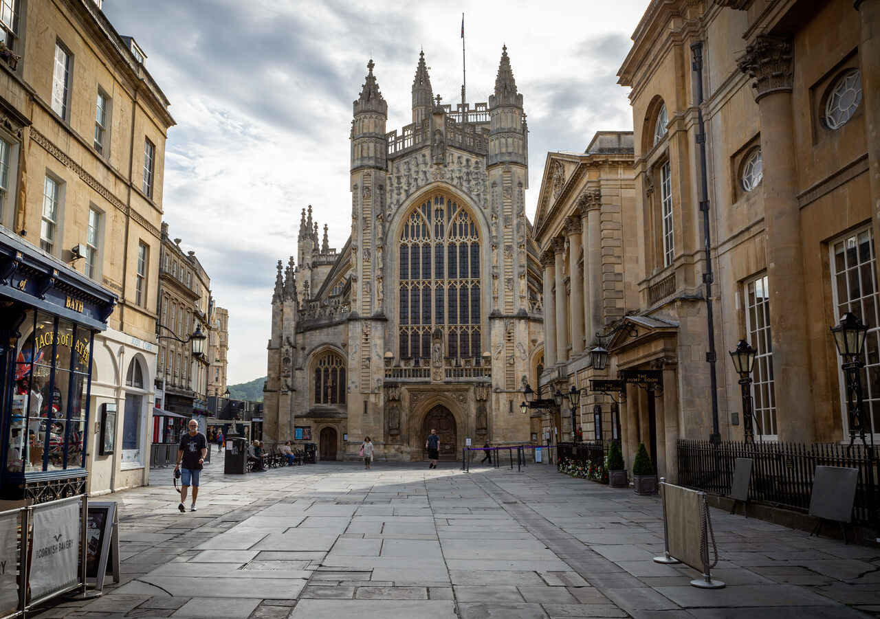 The picturesque Bath Abbey sits in the center of town. Just next to it, a king of England may have been crowned.