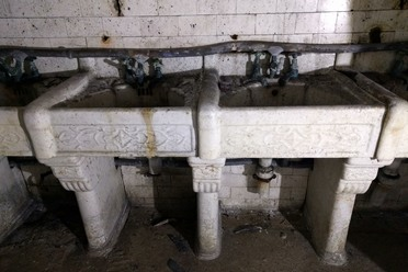 There are 8 ceramic sinks hidden underneath the floor.