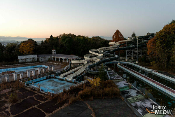 Photos of Japan's Abandoned Amusement Parks, in All Their Ghostly Glory