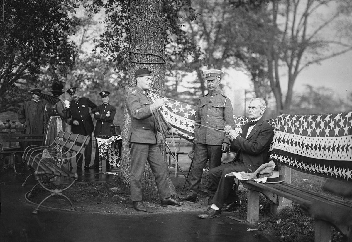 Attendees of the Central Park knitting bee, including British soldiers and a Civil War veteran, 1918.