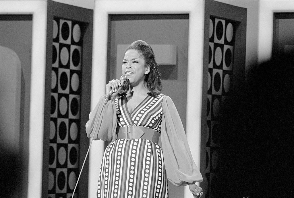 Della Reese performing on her show in 1970.
