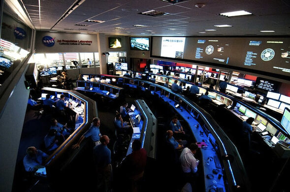 Mars Science Laboratory Mission Operations Team assemble in Mission Control