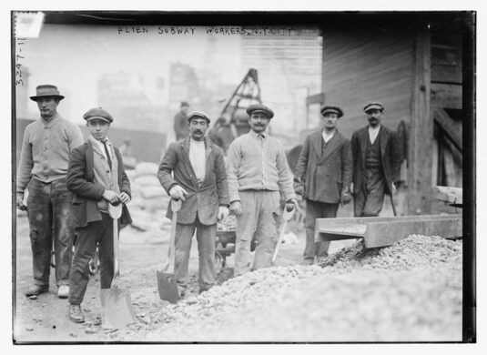Subway workers in New York (between 1910 and 1915)