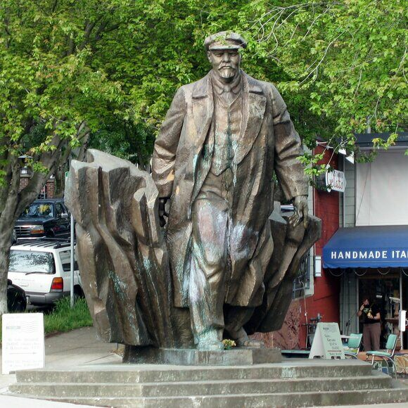 Lenin-statue-in-Fremont.jpg