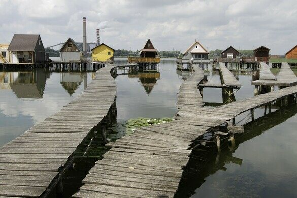 Bokod Floating Houses – Oroszlány, Hungary - Atlas Obscura