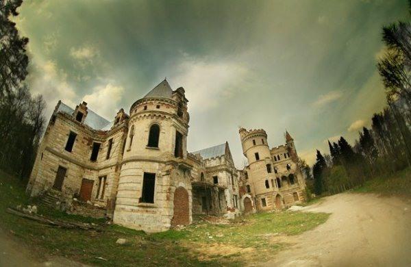 Muromtzevo Castle - Atlas Obscura