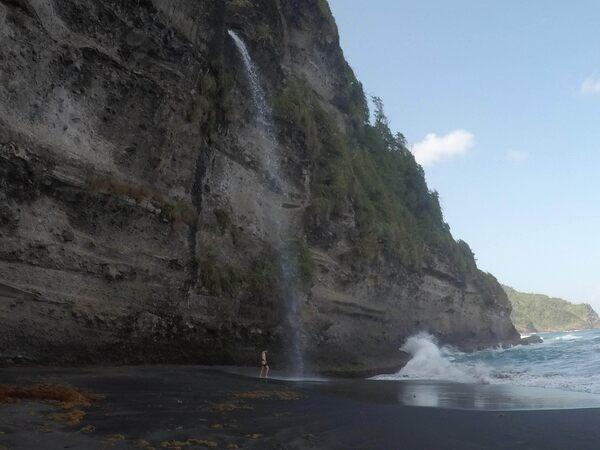 Wavine Cyrique (Secret Beach) in Rosalie, Dominica