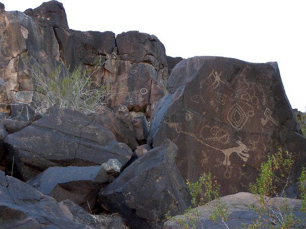 Sears Point Petroglyphs in Dateland, Arizona