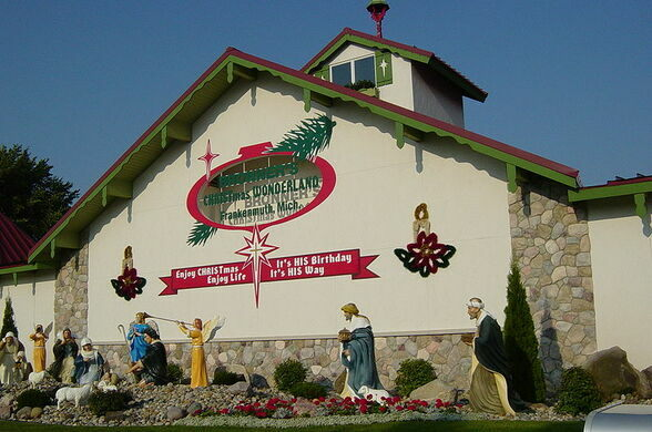 the west entrance to bronners christmas wonderland wikimedia commons httpenwikipediaorgwikibronner27s_c