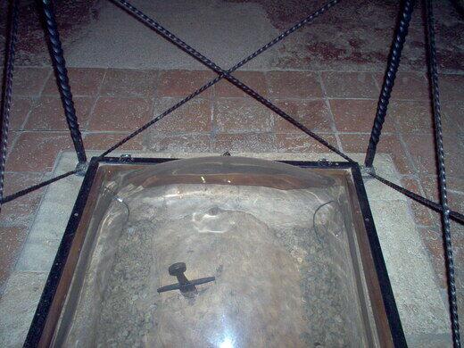 456c7ec271c26 The sword in the stone at Montesiepi Chapel. Alexmar983 CC BY-SA 3.0