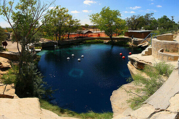 Blue Holes: A Descent into the World's Hidden Waters - Atlas