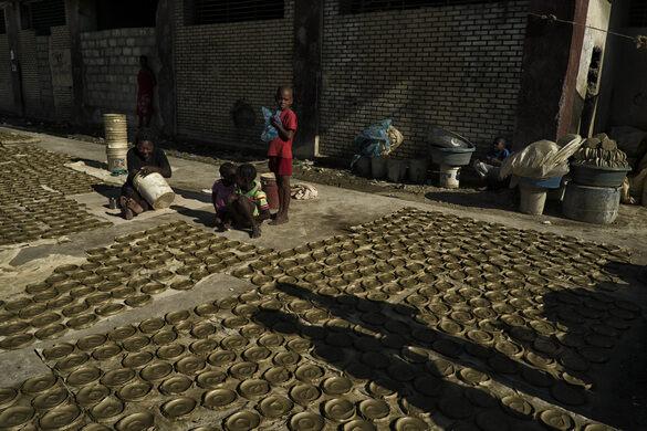 Fort Dimanche Dirt Cookies – Port-au-Prince, Haiti - Gastro