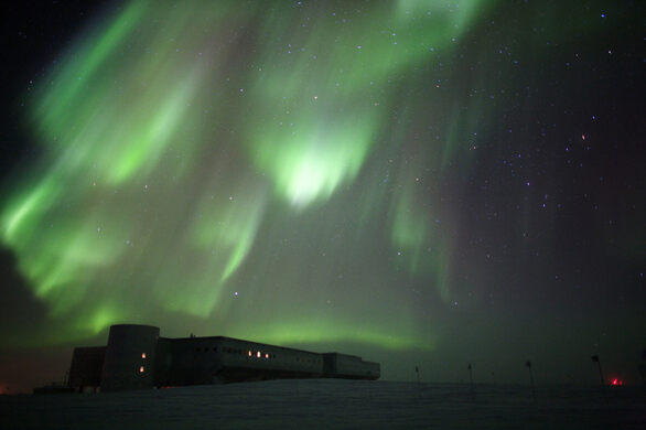IceCube Research Station – Antarctica - Atlas ObscuraIcecube Neutrino Observatory White Book