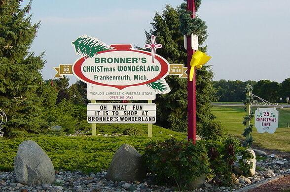 Bronners Christmas.Bronner S Christmas Wonderland Frankenmuth Michigan