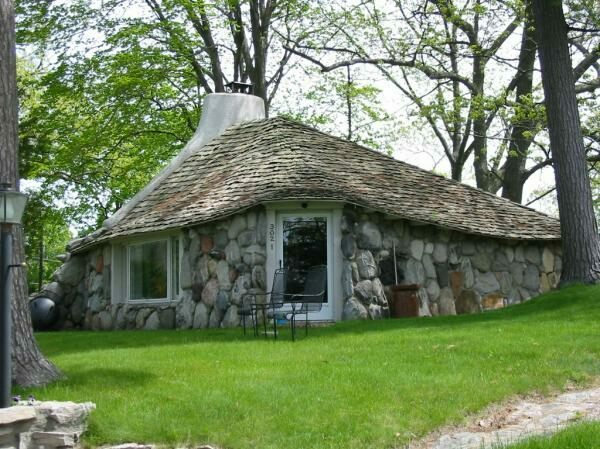 Earl young gnome houses charlevoix michigan atlas obscura for 3 4 houses in michigan