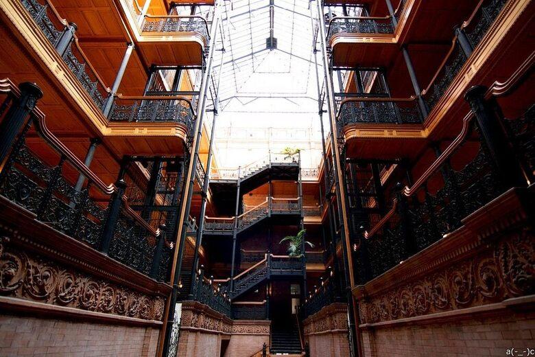 Bradbury Building – Los Angeles, California - Atlas Obscura