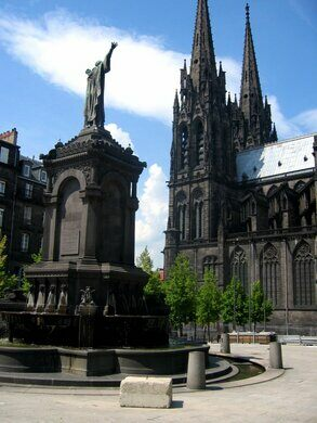 clermont ferrand cathedral clermont ferrand france atlas obscura. Black Bedroom Furniture Sets. Home Design Ideas