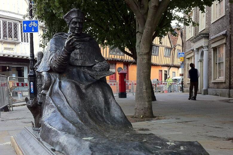 Cardinal Wolsey Statue