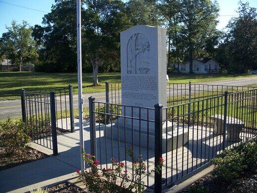 Possum Monument – Wausau, Florida - Gastro Obscura