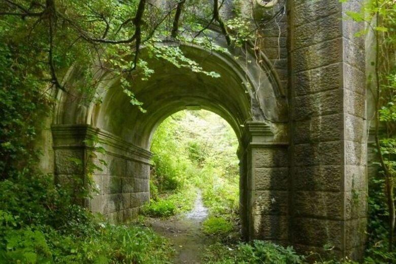 The Dog Suicide Bridge – Milton, Scotland - Atlas Obscura