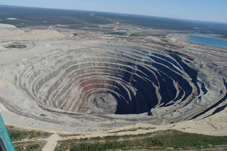 Mir Diamond Mine – Mirny, Russia - Atlas Obscura