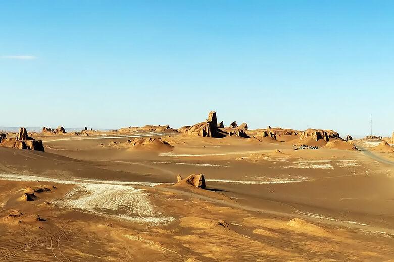 https://assets.atlasobscura.com/media/W1siZiIsInVwbG9hZHMvcGxhY2VfaW1hZ2VzL2RkZDgxOWFkODFiZmE1ZWMzZV9MdXRfRGVzZXJ0X1lhcmRhbmdzX2J5X0hhZGlfS2FyaW1pLmpwZyJdLFsicCIsImNvbnZlcnQiLCIiXSxbInAiLCJjb252ZXJ0IiwiLXF1YWxpdHkgODEgLWF1dG8tb3JpZW50Il0sWyJwIiwidGh1bWIiLCI3ODB4NTIwIyJdXQ/Lut_Desert_Yardangs_by_Hadi_Karimi.jpg