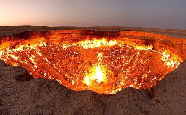 یکی از مکانهای عجیب در ترکمنستان دروازه جهنم