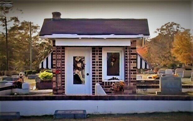 Little Nadine Earles Doll House Grave – Lanett, Alabama