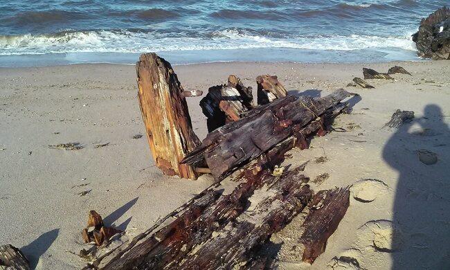 Roosevelt Inlet Shipwreck – Lewes, Delaware - Atlas Obscura